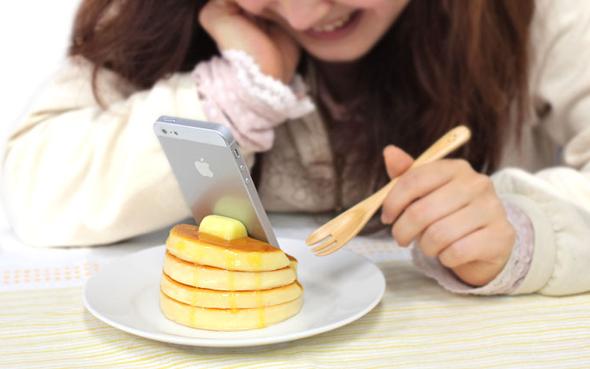 i-phone-stand-food-1