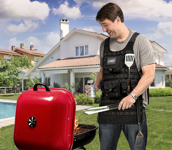 11cd_tactical_bbq_apron_inuse