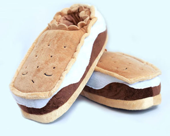 heated-smores-usb-slippers-1-lg