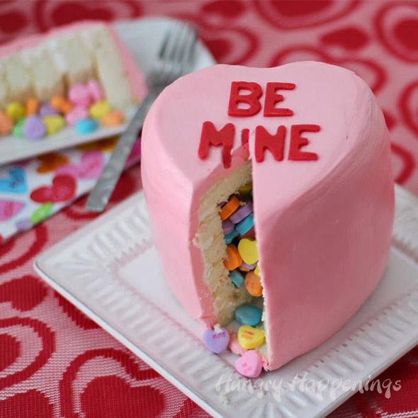 pink-conversation-heart-pinata-cake