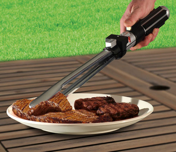 star-wars-lightsaber-tongs