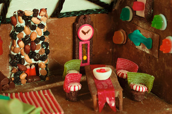 gingerbread-cabin-2