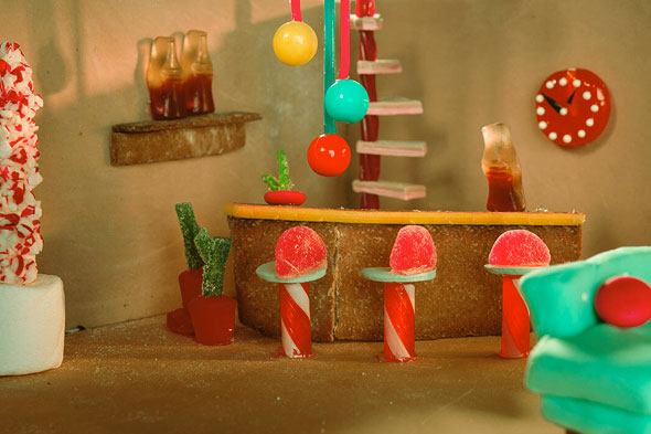 gingerbread-cabin-4