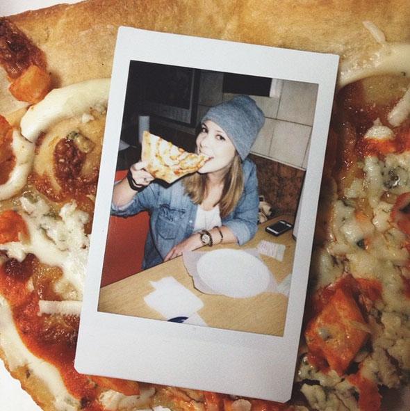 girls-pizza-2