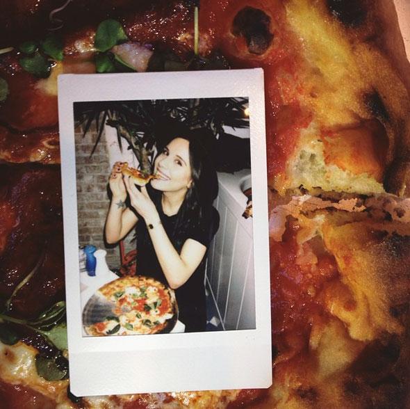 girls-pizza-5