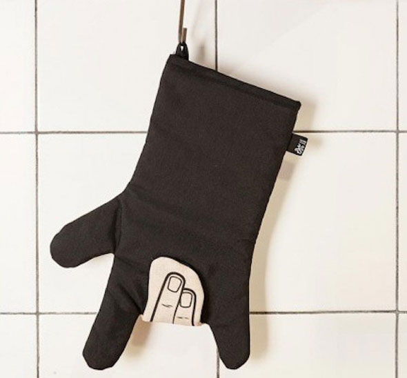 Rock-Oven-Mitt-With-a-Snap-Button-to-Open-Your-Hand-02
