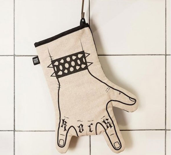 Rock-Oven-Mitt-With-a-Snap-Button-to-Open-Your-Hand-03