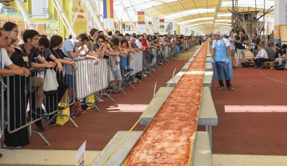 world-longest-pizza-2