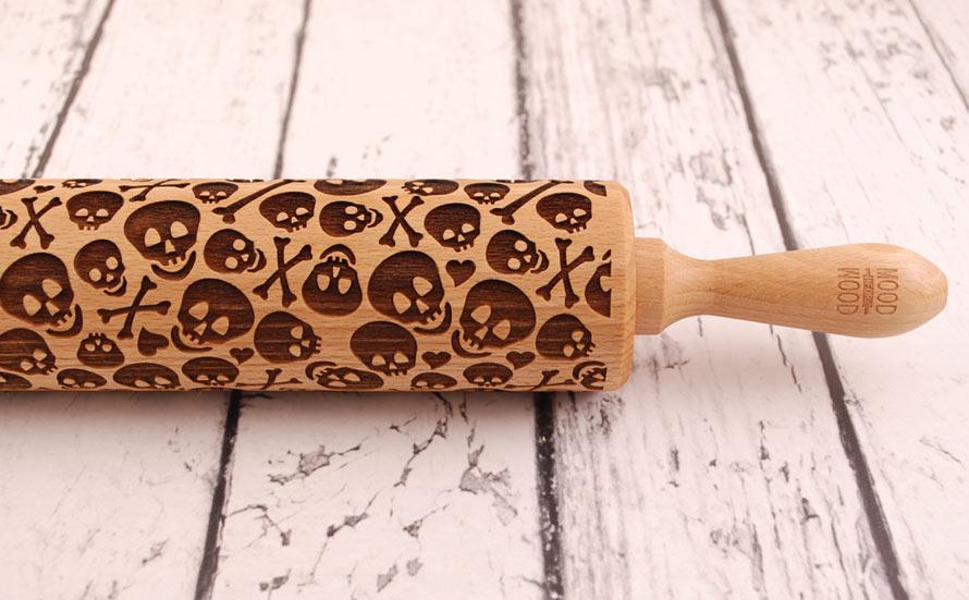 skull-crossbones-rolling-pin-2