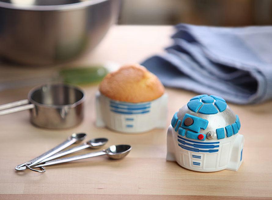 huij_sw_r2d2_cupcake_pan_inuse