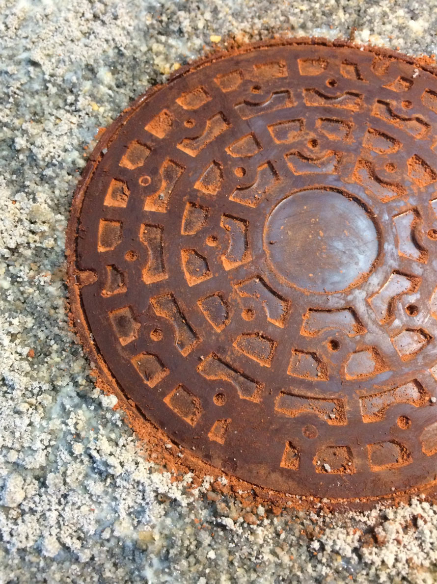 chocolate-manhole-cover-2